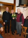 Blumen für Susi von Obmann Lendl und Ehrenobmann Felix Hammer